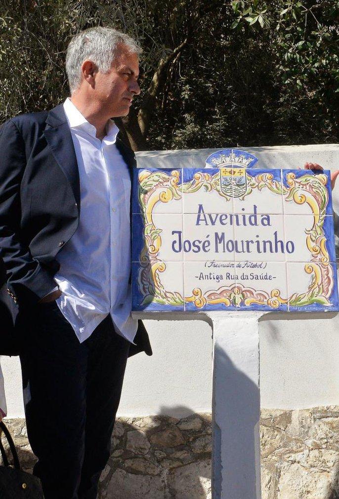 Có một con đường mang tên Mourinho - Ảnh 2.