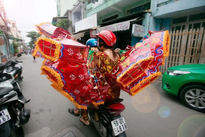 Làng lồng đèn giấy kiếng hồi sinh giữa Sài Gòn - Ảnh 13.