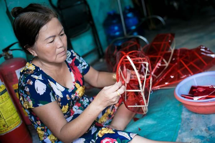 Làng lồng đèn giấy kiếng hồi sinh giữa Sài Gòn - Ảnh 7.