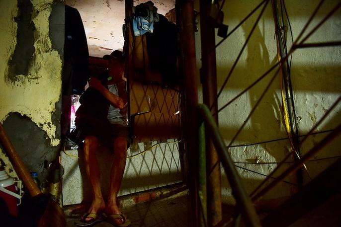 Hai người trong căn hộ 2 mét vuông ở Hà Nội! - Ảnh 1.