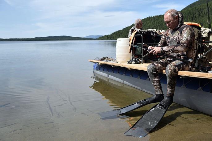 Tổng thống Putin cởi trần nghỉ mát tại Siberia - Ảnh 4.