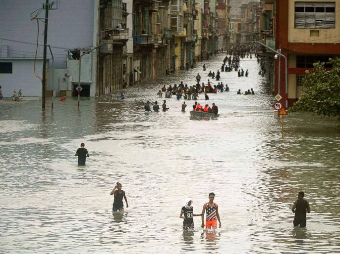 Bão Irma đã đến Mỹ, sóng cao 6 m vẫn ập vào Cuba - Ảnh 1.
