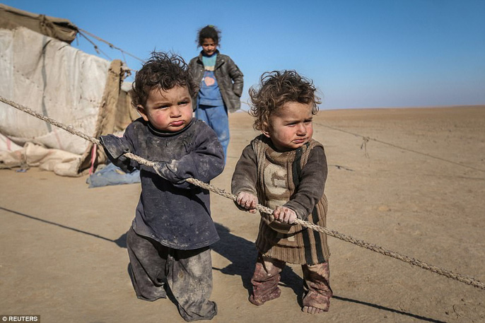 Những hình ảnh đau thương về cuộc chiến chống IS - Ảnh 4.