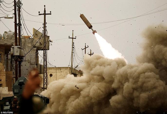 Những hình ảnh đau thương về cuộc chiến chống IS - Ảnh 5.