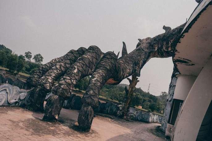 Khách nước ngoài đổ đến công viên nước bỏ hoang ở Huế - Ảnh 9.