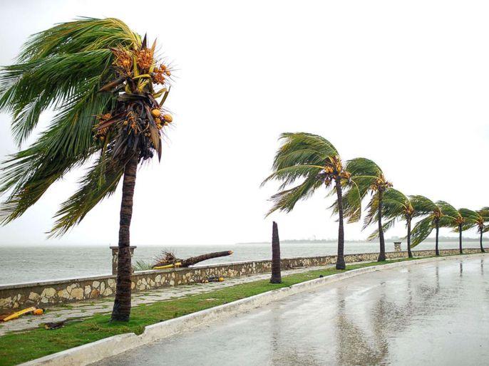 Bão Irma đã đến Mỹ, sóng cao 6 m vẫn ập vào Cuba - Ảnh 4.