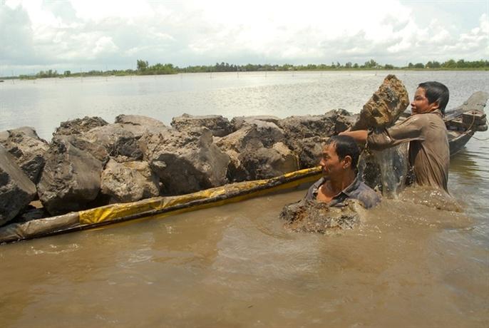 Cận cảnh săn, bắt, hái, lượm mùa nước nổi - Ảnh 9.