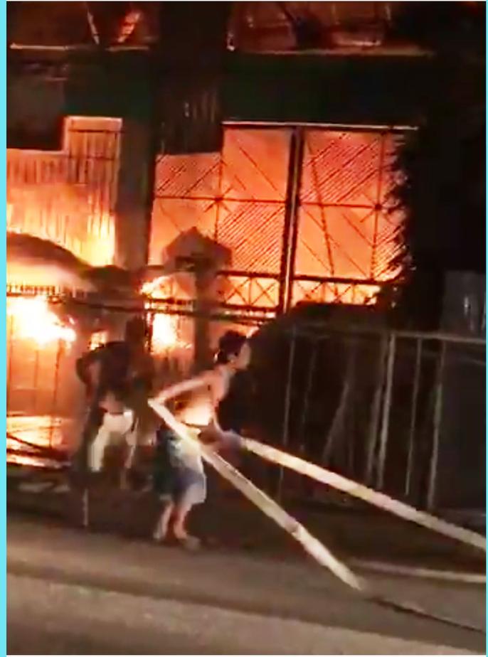 Cháy lớn ở Tiền Giang, xóa sổ vựa bán phân bón, thuốc trừ sâu - Ảnh 4.
