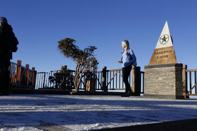Đốn tim vẻ đẹp lung linh của băng giá trên đỉnh Fansipan - Ảnh 3.