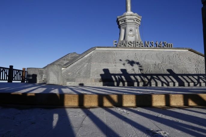 Đốn tim vẻ đẹp lung linh của băng giá trên đỉnh Fansipan - Ảnh 9.