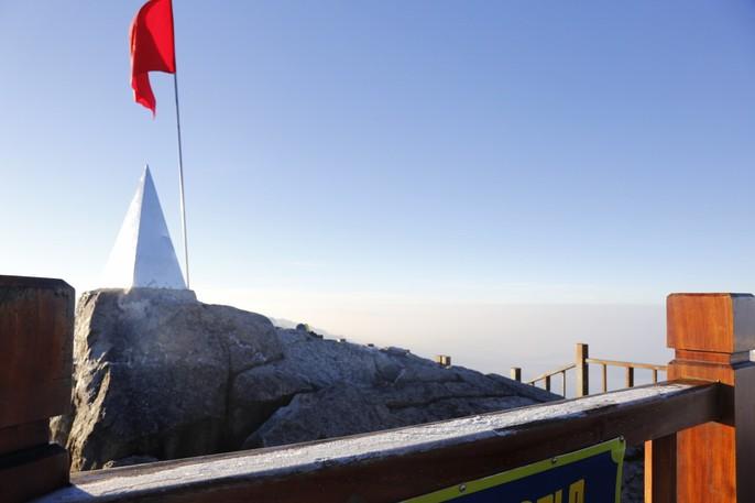 Đốn tim vẻ đẹp lung linh của băng giá trên đỉnh Fansipan - Ảnh 23.