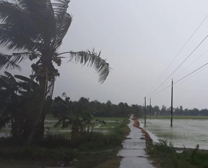 Ám ảnh bão Linda, dân Rạch Gốc xây tường cao đối phó với bão số 16 (Tembin) - Ảnh 6.