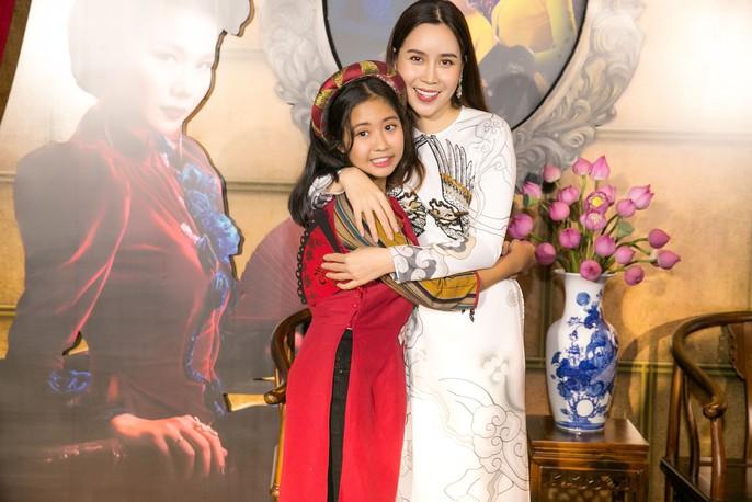Dàn sao Việt xúng xính áo dài lên thảm đỏ - Ảnh 4.