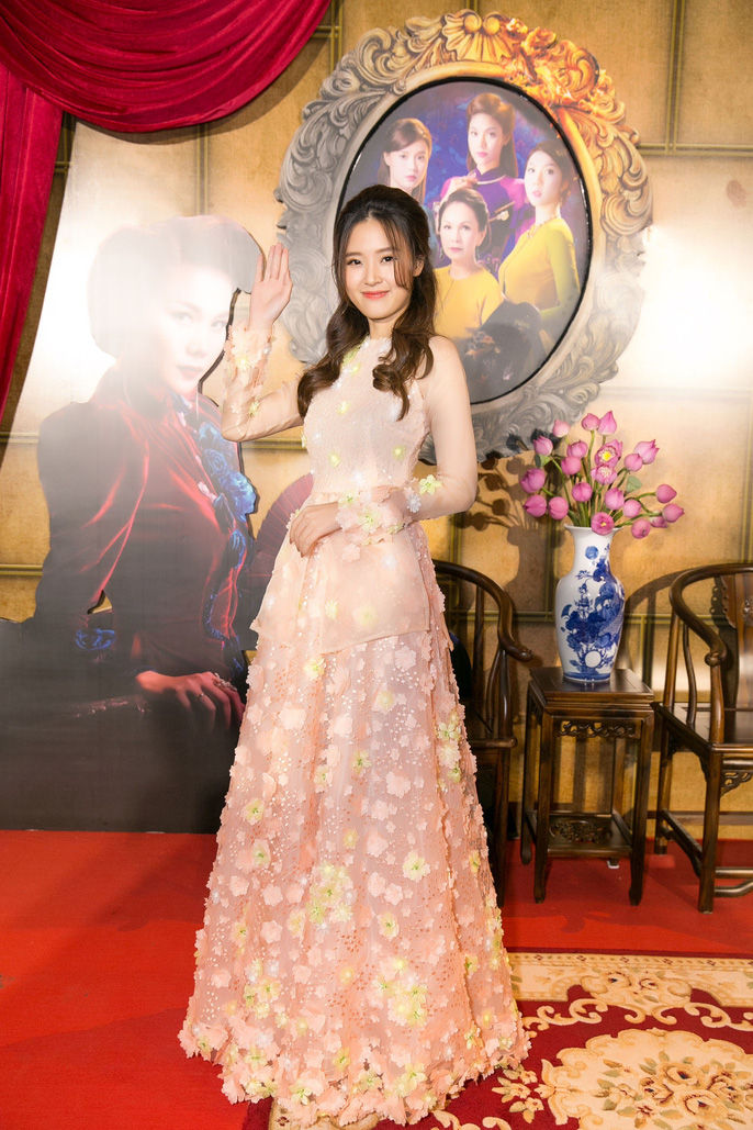 Dàn sao Việt xúng xính áo dài lên thảm đỏ - Ảnh 16.