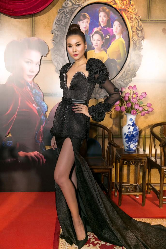 Dàn sao Việt xúng xính áo dài lên thảm đỏ - Ảnh 12.
