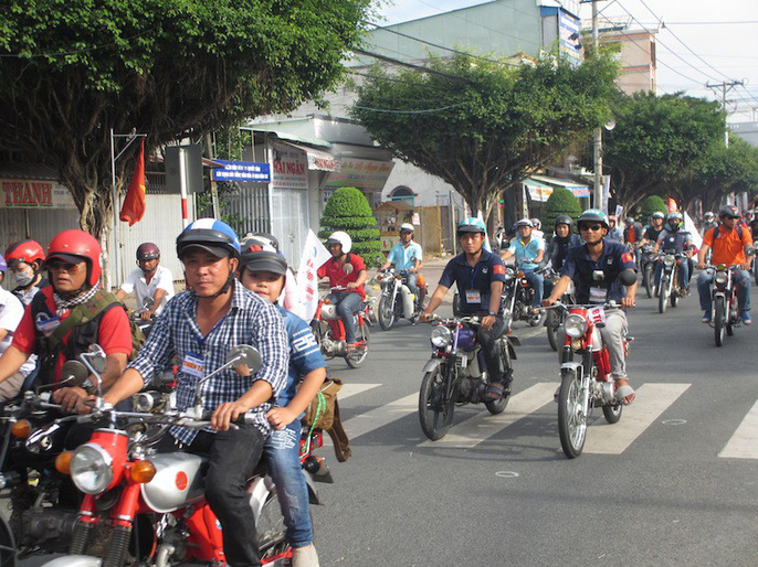Chiêm ngưỡng hơn 500 xe cổ diễu hành ngày cuối năm - Ảnh 3.