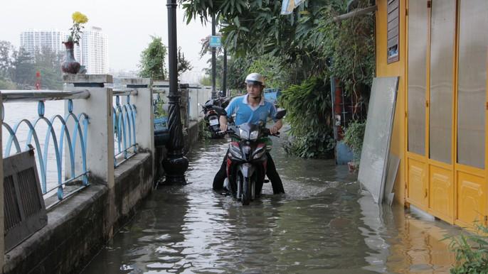 TP HCM mênh mông nước triều dâng - Ảnh 4.