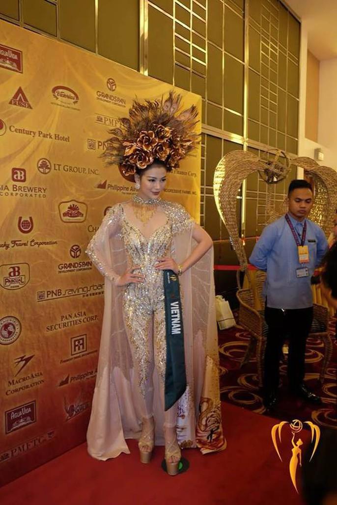 Nguyễn Phương Khánh thắng giải vàng trang phục dân tộc cuộc thi Hoa hậu Trái đất - Ảnh 1.