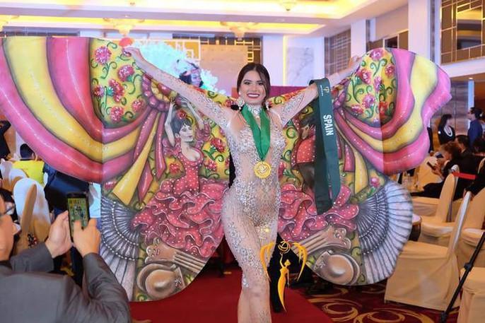 Nguyễn Phương Khánh thắng giải vàng trang phục dân tộc cuộc thi Hoa hậu Trái đất - Ảnh 6.