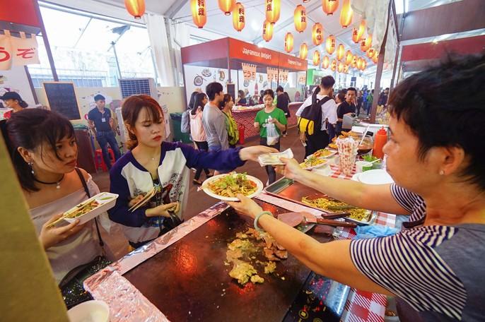 Hàng trăm món ngon tại Lễ hội ẩm thực châu Á - Ảnh 6.