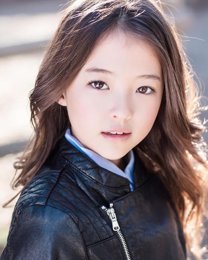 Tiểu Song Hye Kyo chạm mốc triệu lượt theo dõi ở tuổi lên 10 - Ảnh 12.