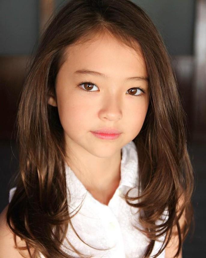 Tiểu Song Hye Kyo chạm mốc triệu lượt theo dõi ở tuổi lên 10 - Ảnh 8.