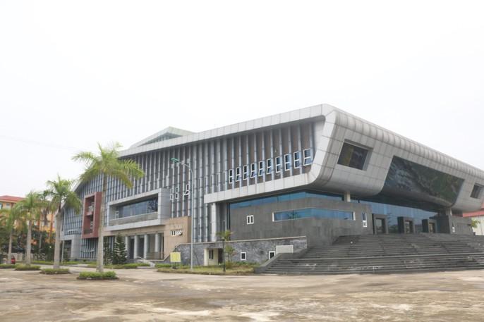 Cận cảnh bên trong nhà hát 117 tỉ đồng đắp chiếu ở Hà Nội - Ảnh 1.