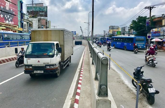 Cận cảnh những công trình mở lối giao thông tại TP HCM - Ảnh 6.