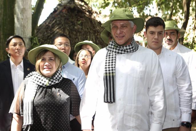 Chủ tịch Cuba thưởng thức khoai mì tại địa đạo Củ Chi - Ảnh 3.