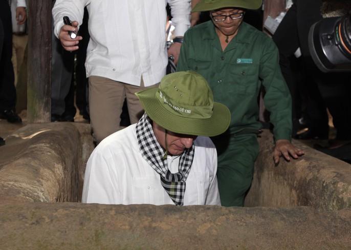 Chủ tịch Cuba thưởng thức khoai mì tại địa đạo Củ Chi - Ảnh 13.