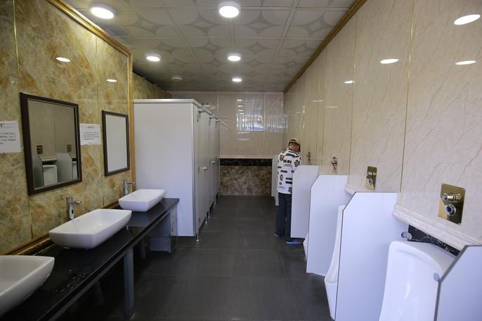 Cận cảnh nhà vệ sinh 5 sao miễn phí trên phố ở Bình Dương - Ảnh 4.