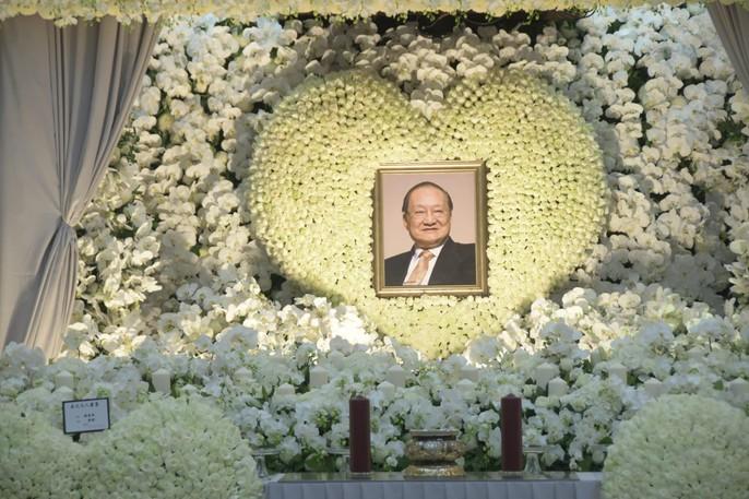 Tang lễ võ lâm minh chủ Kim Dung - Ảnh 1.