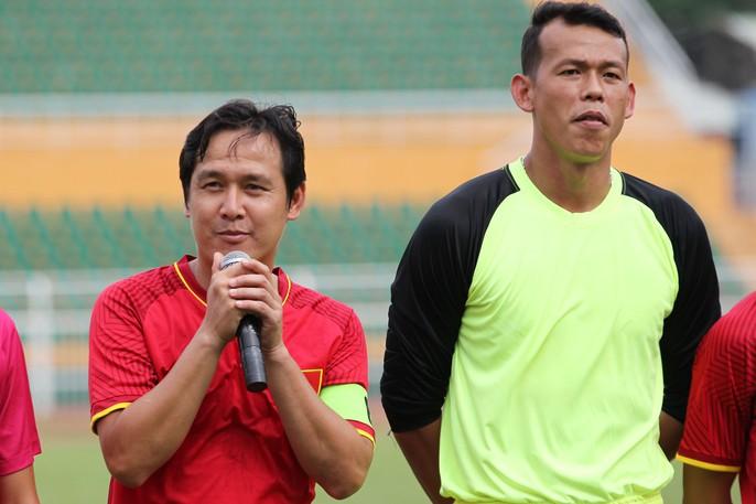 Những nhà vô địch AFF Cup 2008 tái ngộ tại sân Thống Nhất - Ảnh 4.