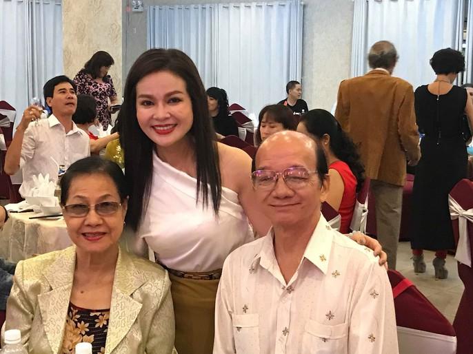 NSƯT Lê Tứ nghẹn ngào tri ân thầy cô dạy nghề diễn viên - Ảnh 6.