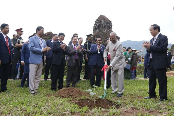 Tổng thống Ấn Độ cùng phu nhân thăm di sản thế giới Mỹ Sơn - Ảnh 12.