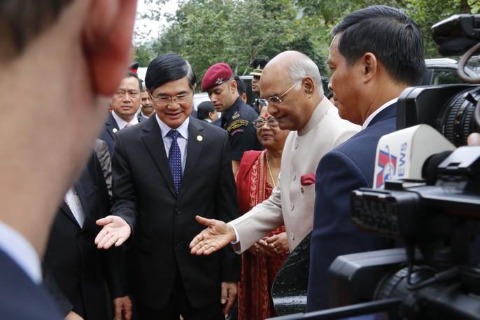 Tổng thống Ấn Độ cùng phu nhân thăm di sản thế giới Mỹ Sơn - Ảnh 5.