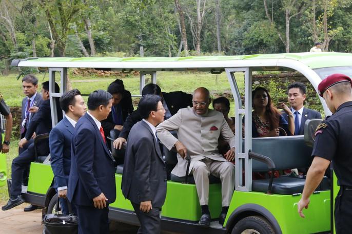 Tổng thống Ấn Độ cùng phu nhân thăm di sản thế giới Mỹ Sơn - Ảnh 8.