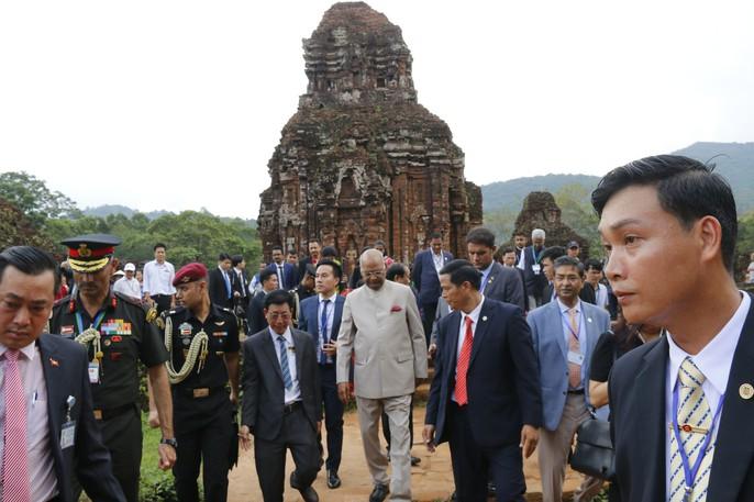 Tổng thống Ấn Độ cùng phu nhân thăm di sản thế giới Mỹ Sơn - Ảnh 2.