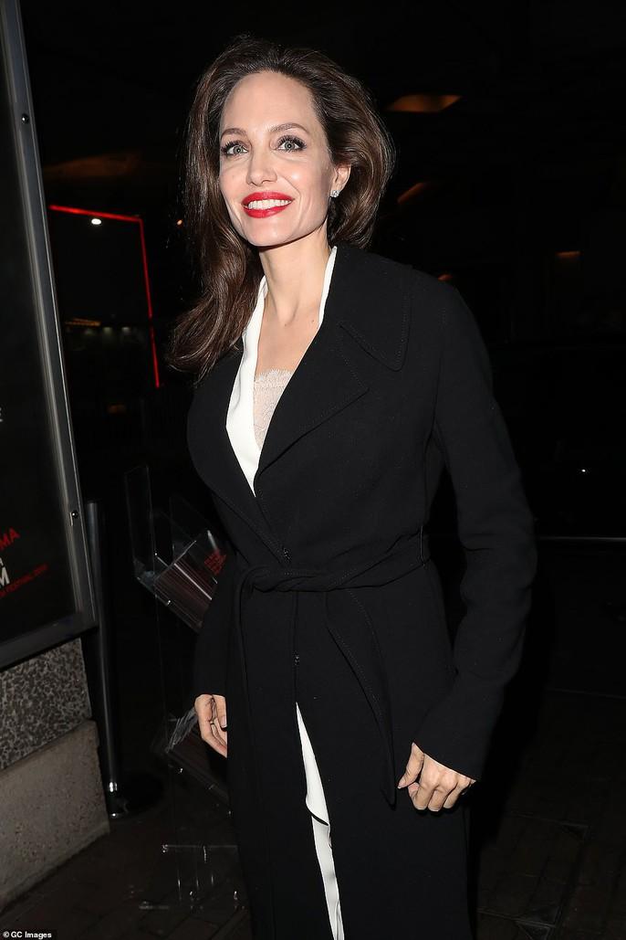 Angelina Jolie rạng ngời chống kỳ thị nạn nhân bạo lực tình dục - Ảnh 1.