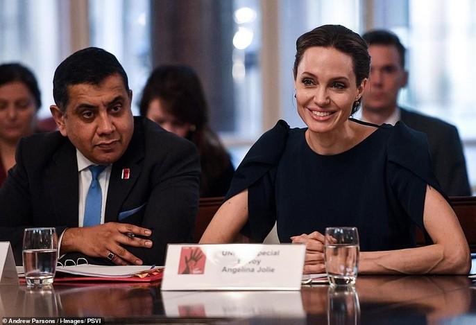 Angelina Jolie rạng ngời chống kỳ thị nạn nhân bạo lực tình dục - Ảnh 6.