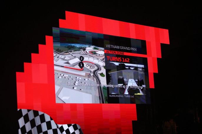 Cận cảnh siêu xe đua F1 ra mắt tại Hoàng thành Thăng Long - Ảnh 16.