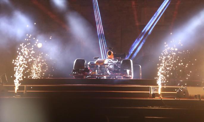 Cận cảnh siêu xe đua F1 ra mắt tại Hoàng thành Thăng Long - Ảnh 8.