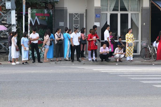 Du khách Trung Quốc ở Nha Trang: Hàng loạt hình ảnh phản cảm - Ảnh 5.