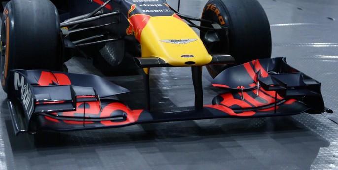 Choáng với giá trị siêu xe đua F1 xuất hiện tại Hoàng Thành Thăng Long - Ảnh 2.