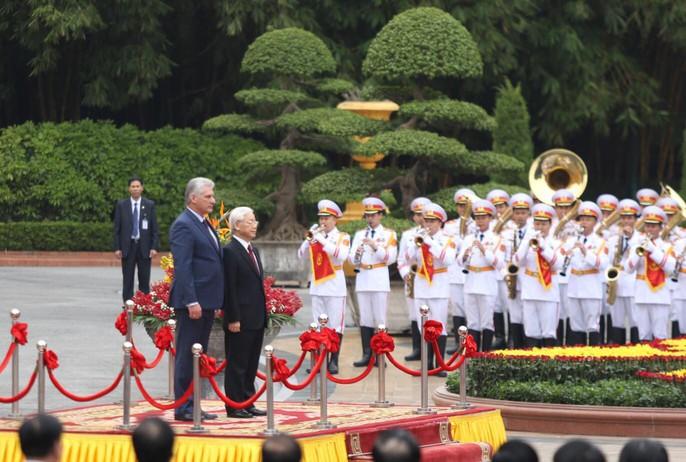 Cận cảnh Tổng Bí thư, Chủ tịch nước Nguyễn Phú Trọng đón Chủ tịch Cuba - Ảnh 3.