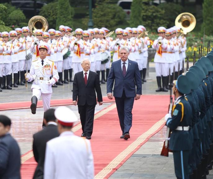 Cận cảnh Tổng Bí thư, Chủ tịch nước Nguyễn Phú Trọng đón Chủ tịch Cuba - Ảnh 4.