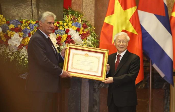 Cận cảnh Tổng Bí thư, Chủ tịch nước Nguyễn Phú Trọng đón Chủ tịch Cuba - Ảnh 12.