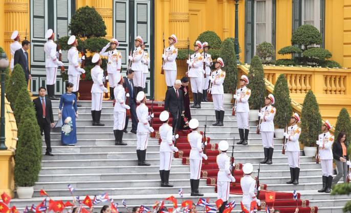 Cận cảnh Tổng Bí thư, Chủ tịch nước Nguyễn Phú Trọng đón Chủ tịch Cuba - Ảnh 1.