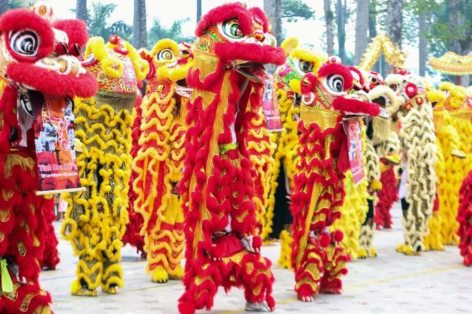 108 con lân đồng diễn, xếp hình Quốc kỳ xác lập kỷ lục Guinness Việt Nam - Ảnh 3.