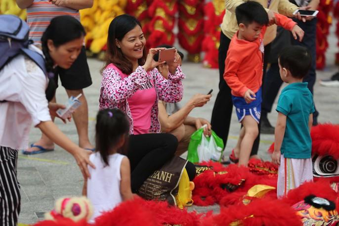 108 con lân đồng diễn, xếp hình Quốc kỳ xác lập kỷ lục Guinness Việt Nam - Ảnh 9.